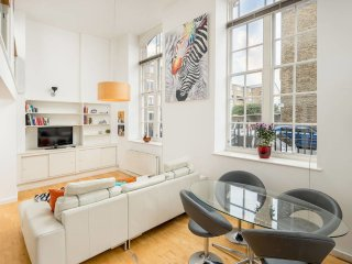 Victorian School Conversion in Canary Wharf 2 bed