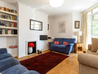 2bed in Shepherd's Bush w/amazing transport links