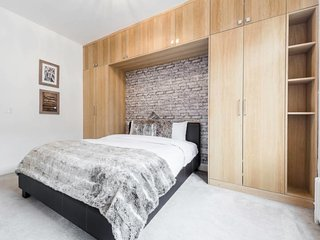 Huge 3 bed 3 bath flat in Marylebone