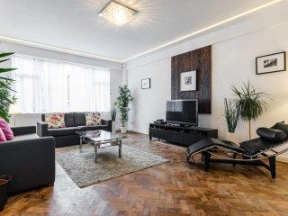 Huge 3 bed 3 bath flat in Marylebone