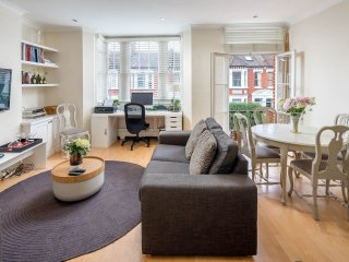 Homely 2bed in Shepherd's Bush - next to Westfield