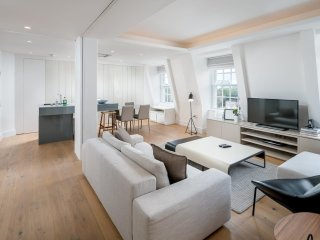 Designer 3 bed 2 bath in Knightsbridge