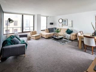 Large 2 Bed/2 Bath in Mayfair moments to the Ritz