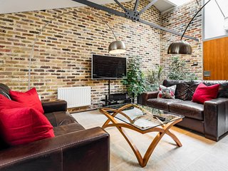 Amazing 2bed 2bath converted warehouse on Thames