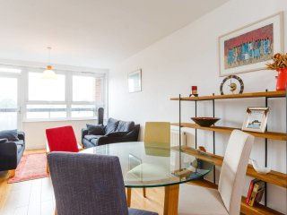 Bright and colourful 2 bed flat in Islington