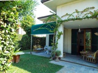 4 bedroom Villa in Marina di Pietrasanta, Tuscany, Italy : ref 5269766