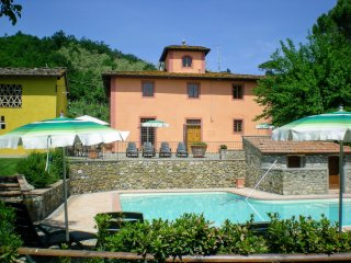 Certosa Holiday Home Sleeps 12 with Pool Air Con and WiFi - 5269738