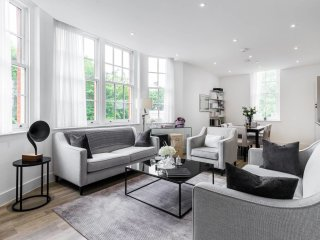 Stylish 2 bed / 2 bath flat next to Battersea Park