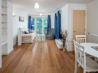 Charming 2 bed flat, 7 minute from the tube