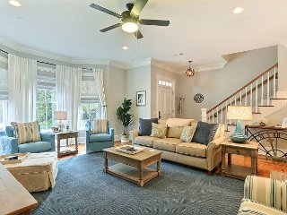 Beautifully Appointed Home on Tattnall! Perfectly Located High-End Rental