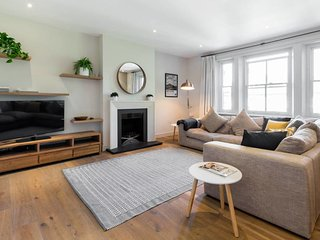 Serene & Spacious Hampstead 3 bed 2 bathroom Flat