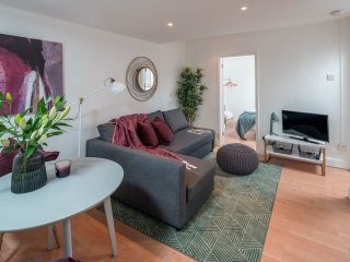Stylish 2 bedroom flat in Fulham Broadway