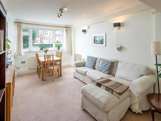 Lovely 2 Bed 1.5 Bath Battersea Square apartment