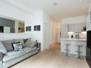 Elegantly decorated 2 bed w/roof terrace in Angel