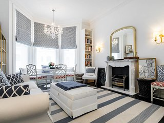 Chic 3bed 2bath flat, Ladbroke Grove, 1min to stn.