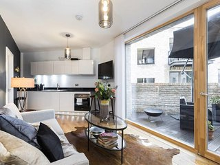Delightful Designer 2 bedroom apt in Notting Hill!
