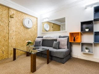 Trendy 2 Bed moments from Liverpool St - sleeps 6
