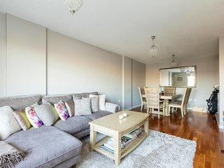 2 bed 2 bath in the heart of trendy East London!