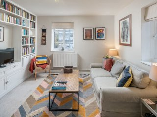 2 bed flat w/balcony in the heart of Maida Vale