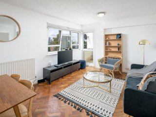 3 bed stylish Stockwell apartment