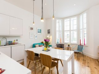 Contemporary 2 bed 2 Bath Maida Vale Home