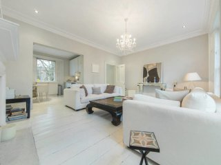 Spacious 2 Bed 2 Bath House in Notting Hill
