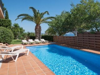3 bedroom Villa with Pool, WiFi and Walk to Beach & Shops - 5246705
