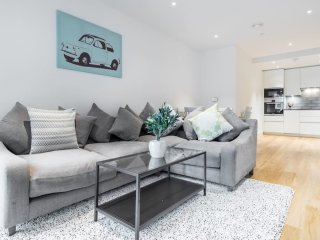 Trendy 2 Bed 2 Bath in East London