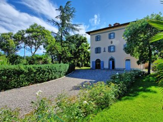 Rigutino Villa Sleeps 14 with Pool Air Con and WiFi - 5242156
