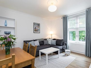 Beautiful 2 bed apartment in South West London