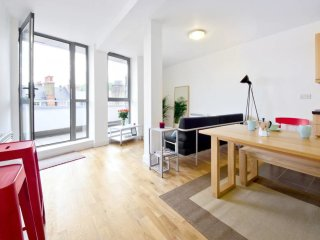2 Bed Penthouse w Balcony in King's Cross