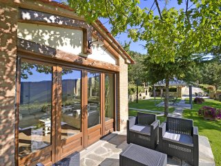 3 bedroom Villa in Cortona, Tuscany, Italy : ref 5241817