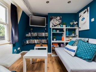 2 Bed Sleeps 6 Town House Loft Apartment