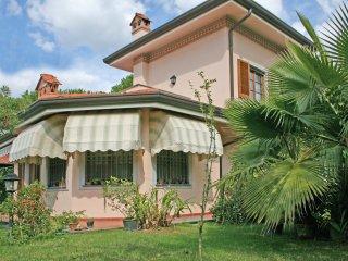 4 bedroom Villa in Forte dei Marmi, Tuscany, Italy : ref 5241018
