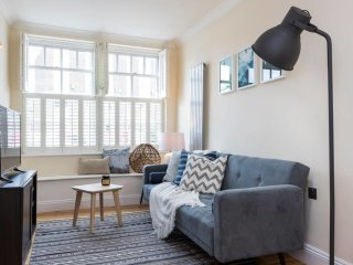 Lovely 3 bed 2 bath house close to Waterloo