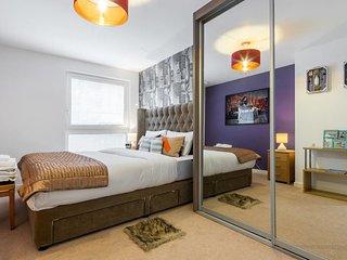 Spacious 2 bed 2 bath apartment in Surrey Quays
