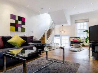 Stylish 3 Bed 2.5 Bath House in Kings Cross