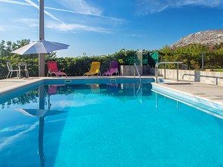Amazing Pool apartment close to Split