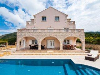 4 bedroom Villa in Zvekovica, Dubrovacko-Neretvanska Zupanija, Croatia : ref 523