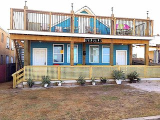 THE BLUE KAHUNA - 4 BEDROOM ACROSS STREET FROM BEACH