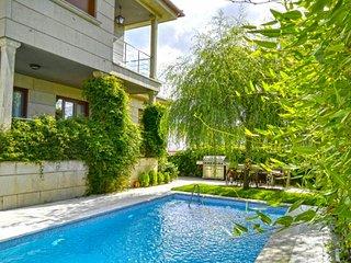 104320 -  House in Pontevedra, 4 Bedrooms