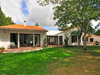 4 bedroom Villa in Talmont-Saint-Hilaire, Pays de la Loire, France : ref 5238352