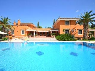 8 bedroom Villa in Lecce, Apulia, Italy : ref 5238234