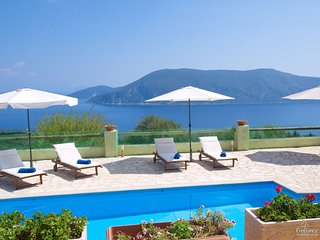 Katsarata Villa Sleeps 6 with Pool Air Con and WiFi - 5228156
