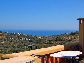 Troulous Villa Sleeps 6 with Pool Air Con and WiFi - 5228062