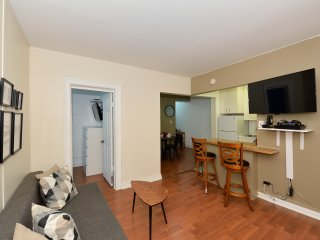 Stay 2 blocks from Times Square - Family-friendly 2 Bed 1 Bath in Midtown