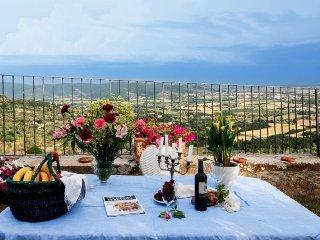 2 bedroom Villa in Cortona, Tuscany, Italy : ref 5218573
