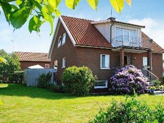 3 bedroom Villa in Skärhamn, Västra Götaland, Sweden : ref 5082014