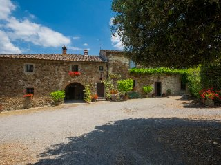 Radda in Chianti Holiday Home Sleeps 10 with Pool and WiFi - 5055603
