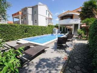 7 bedroom Villa with Air Con, WiFi and Walk to Beach & Shops - 5053504